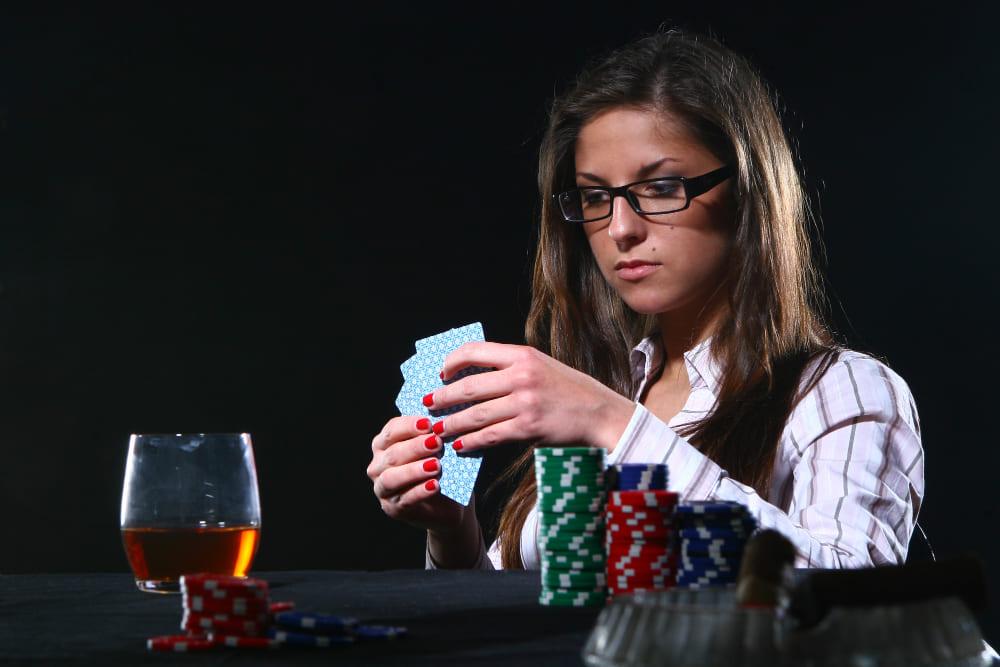 une femme jouant au casino en ligne